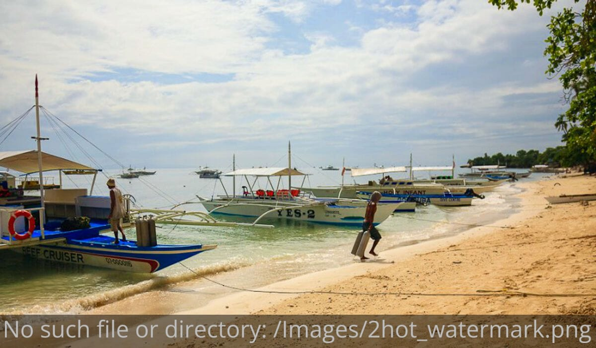 Alona Beach Bohol crowded with boats